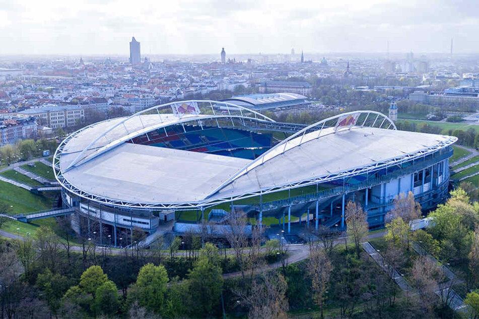 Um zum Spiel in der Red Bull-Arena zu gelangen, empfiehlt das Ordnungsamt Leipzig, auf öffentliche Verkehrsmittel umzusteigen.