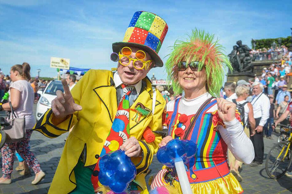 Lachnummer: Das Leipziger Clown-Duo Tanja King und Tilo Rosenberger jazzte  beim Dixieland-Umzug an der Elbe mit.