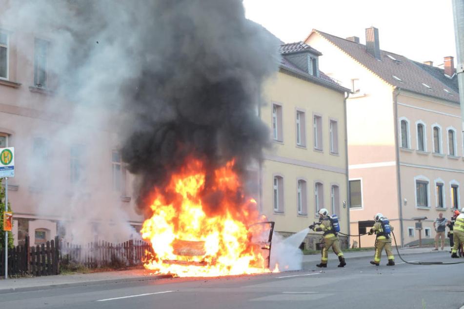 Zum Einsatz kam nur die Feuerwehr Grimma. Die Kameraden brachten den Brand schnell unter Kontrolle.