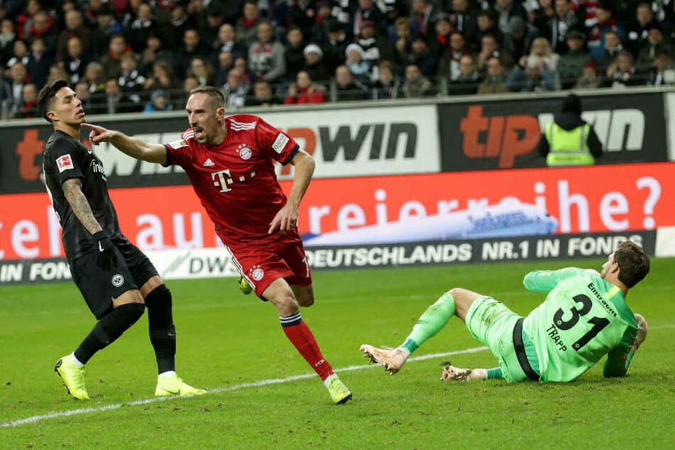 Franck Ribéry (Mi.) entwischte der Eintracht-Abwehr ein Mal entscheidend und sorgte für das 0:1 aus Frankfurter Sicht.