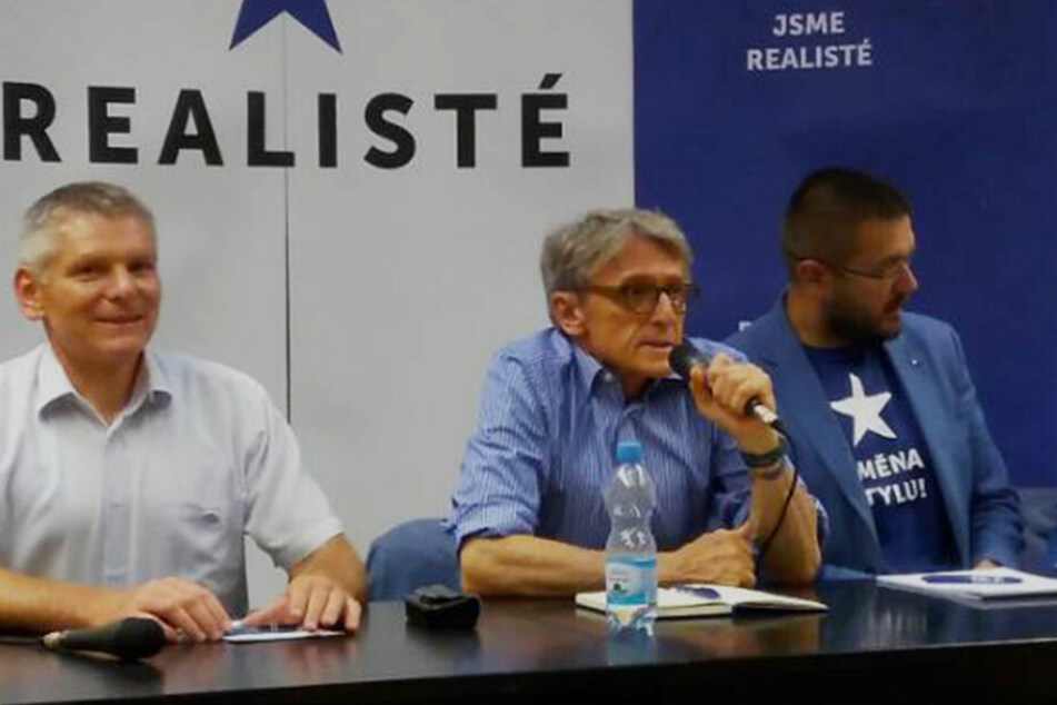 Peter Robejsek (m.) gründete die Partei erst vor zweieinhalb Jahren. Nun ist schon wieder Schluss.