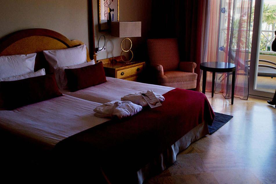 In einem Hotelzimmer wurde die 22-Jährige vergewaltigt.