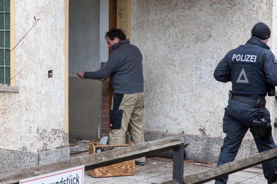 Festnahme! Polizei-Spezialkräfte stürmen Wohnhaus