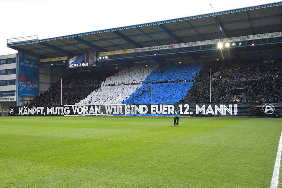 Eine tolle Choreographie der Fans vor dem Braunschweig-Spiel, die Wirkung zeigte: Es endete 6:0!
