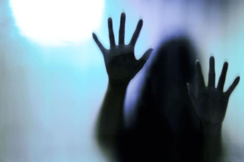 Mann sperrt seine Frau jahrelang in Keller und vergewaltigt sie zusammen mit seinen Brüdern