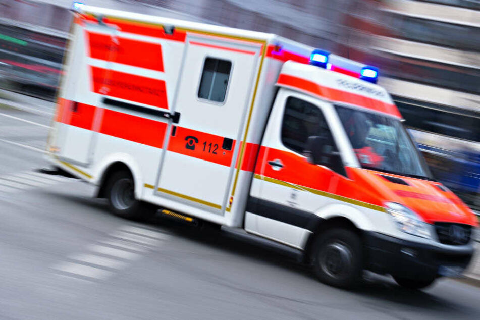 Nur Minuten nach ihrer Bluttat landeten zwei Männer selbst in der Klinik. (Symbolbild)