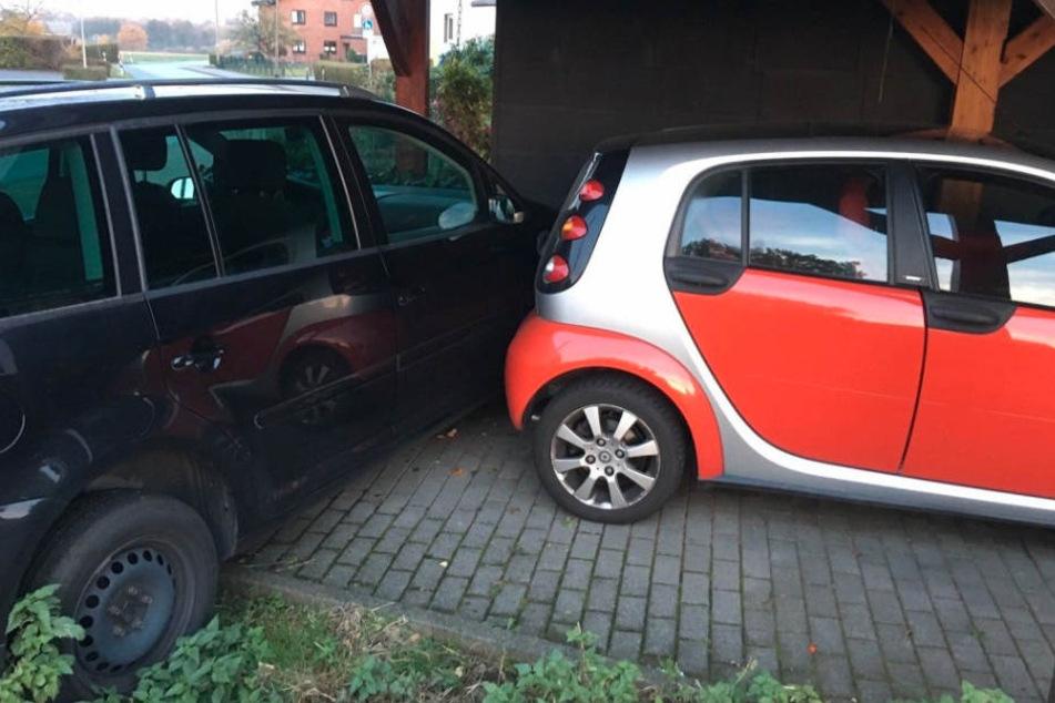 Unter dem Carport kam der VW Turan zum Stehen.