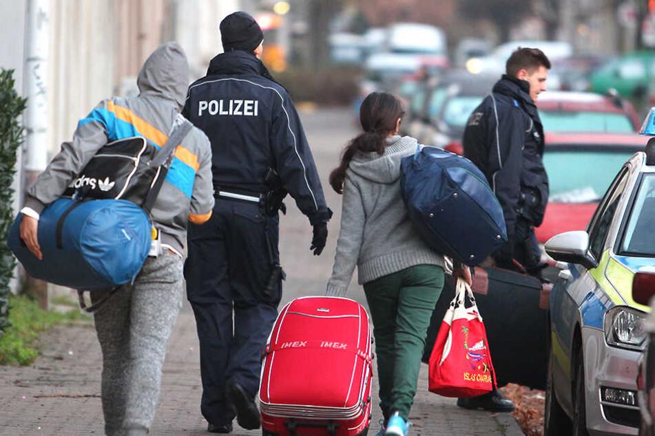 Straftätern und Gefährdern droht eine noch konsequentere Abschiebung als zuvor (Symbolbild).