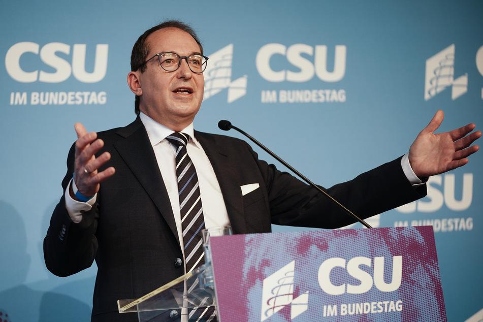 Alexander Dobrindt (50), CSU-Landesgruppenchef, verwies auf die mögliche Gefahr mutierter Virusvarianten.