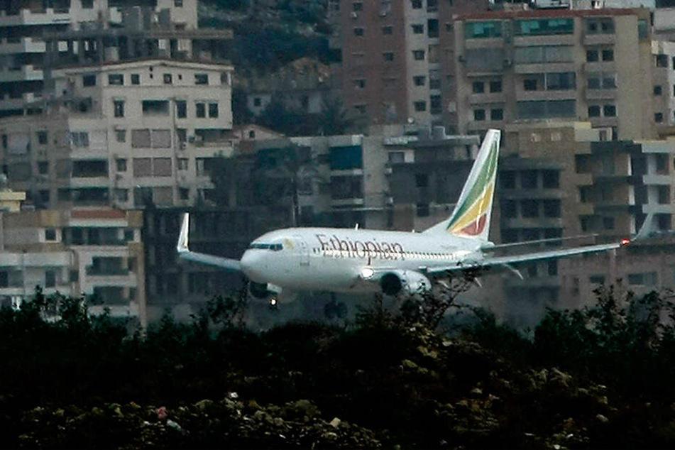 An Bord der Boeing 737 waren nach ersten Angaben der Airline wohl 149 Passagiere und 8 Crew-Mitglieder.