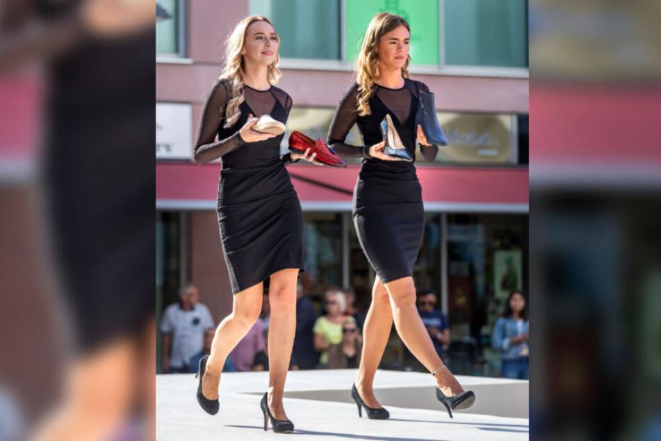 Chemnitzer Modenächte: Models präsentieren Schuhe aus Geschäften der Rathaus Passage.