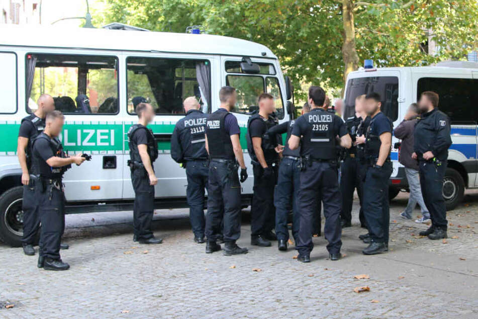 Lagebesprechung bei den Einsatzkräfte in der Graefestraße.