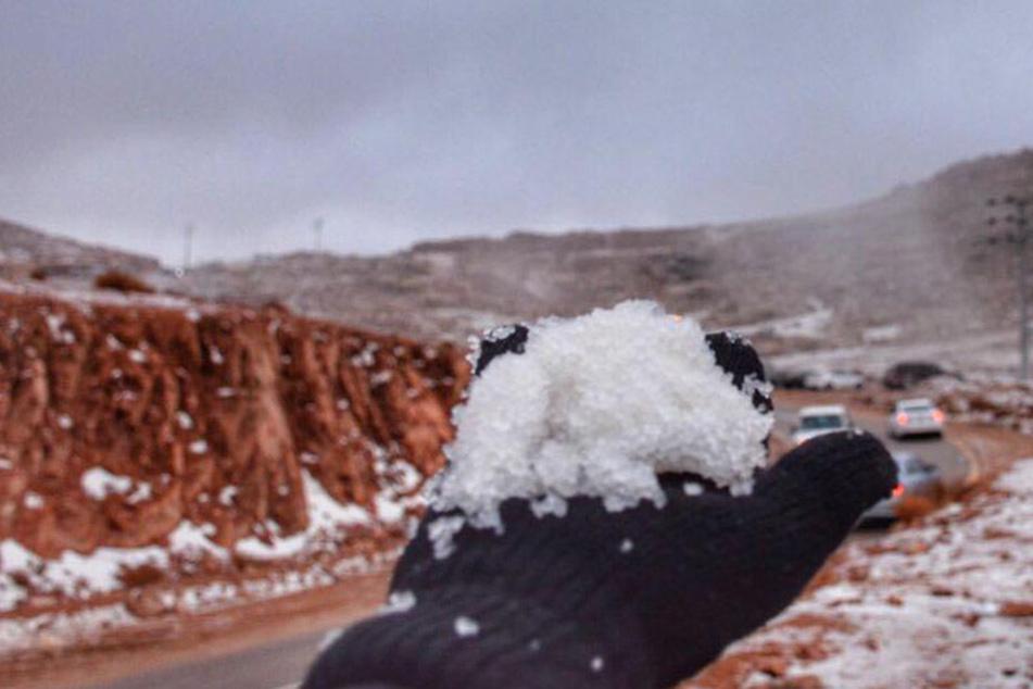 Hier hat es mitten in der Wüste geschneit