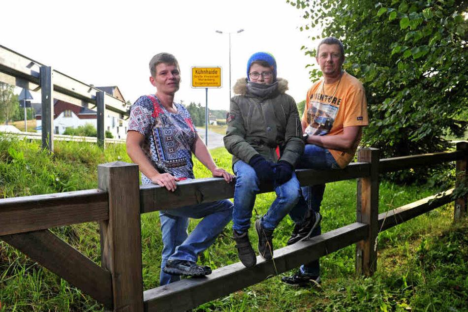 Nic Bretfeld (13) beim Spaziergang mit den Eltern Jana (40) und Heiko (48). Für die Eltern ist es noch warm. Nic ist dick angezogen wie im Winter.