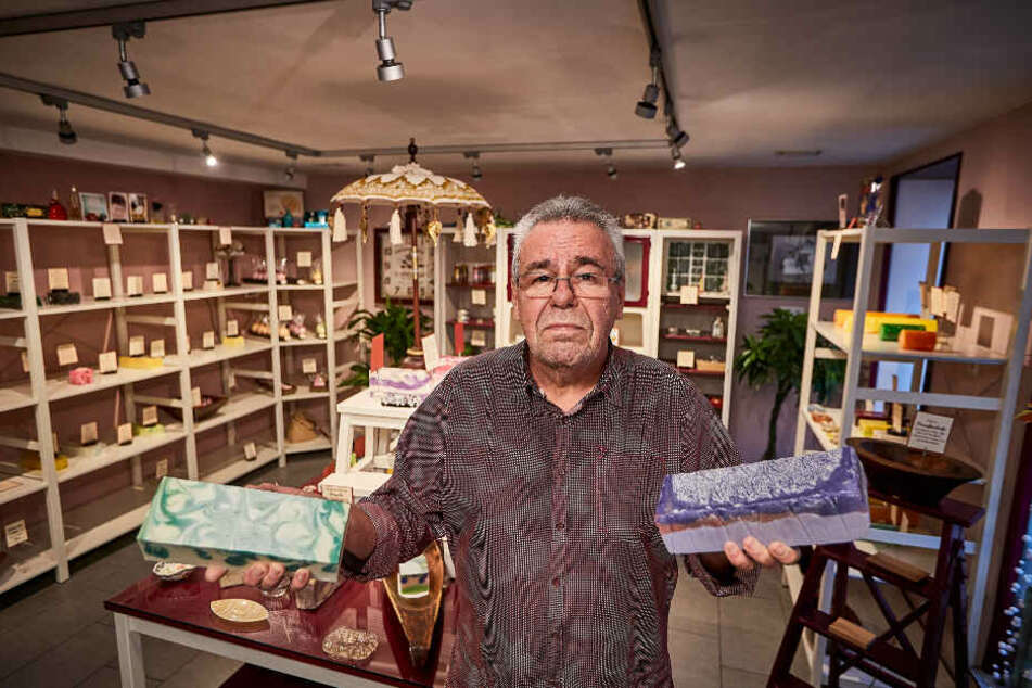 Wolfgang Schiedeck (74) betreibt das Seifengeschäft seit zehn Jahren in Wehlen. Nun sucht er dringend einen Nachfolger.