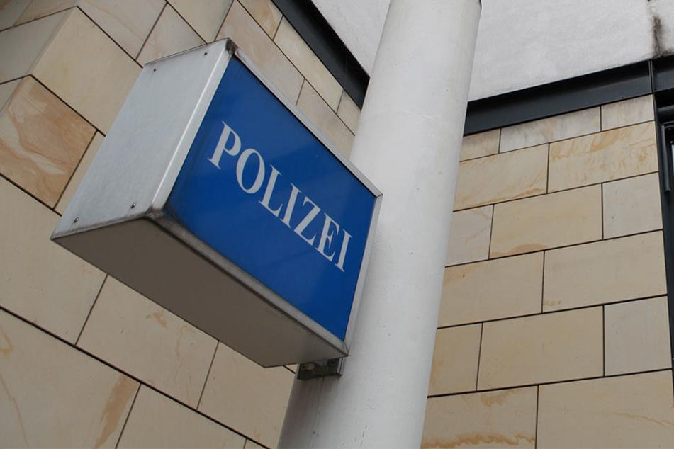 Ein 70-Jähriger brachte den Diebstahl seines Fahrrads auf dem Polizeirevier Petershagen zur Anzeige.