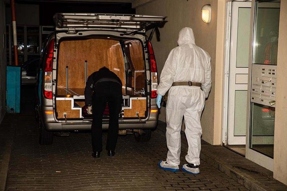 Die Leichen wurden von einem örtlichen Bestatter abgeholt. Foto: www.christian-mathiesen.de