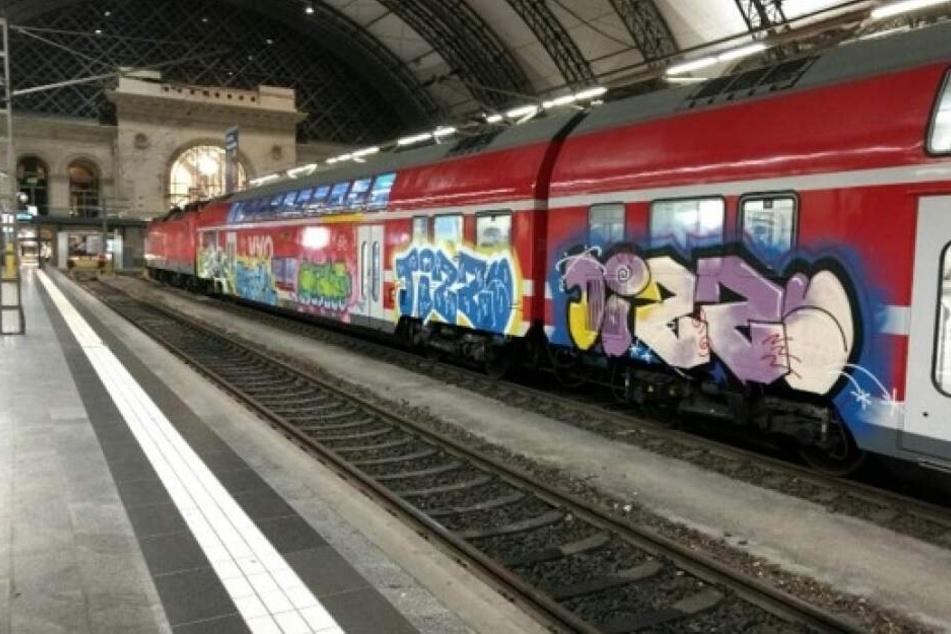 Auch auf den Wagen hatte es die Graffiti-Bande abgesehen.
