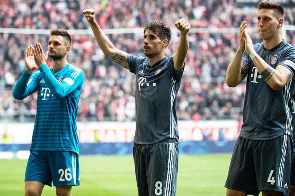 Der FC Bayern München bleibt nach dem klaren 4:1-Auswärtssieg bei Fortuna Düsseldorf Tabellenführer der Bundesliga.