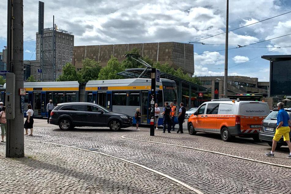 Beim Abbiegen übersehen: Unfall in Leipzig mit Straßenbahn
