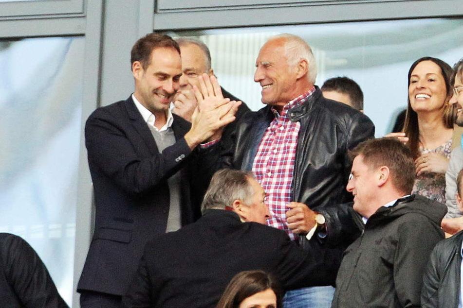 Klub-Boss Oliver Mintzlaff (42, l.) und Red-Bull-Mäzen Dietrich Mateschitz (73, kariertes Hemd) dürften sich über das zusätzliche Geld freuen.