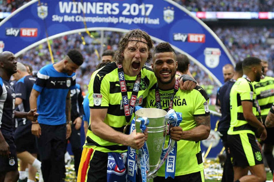 Ende Mai stieg Michael Hefele (l.) mit mit Huddersfield Town in die Erste Liga auf.