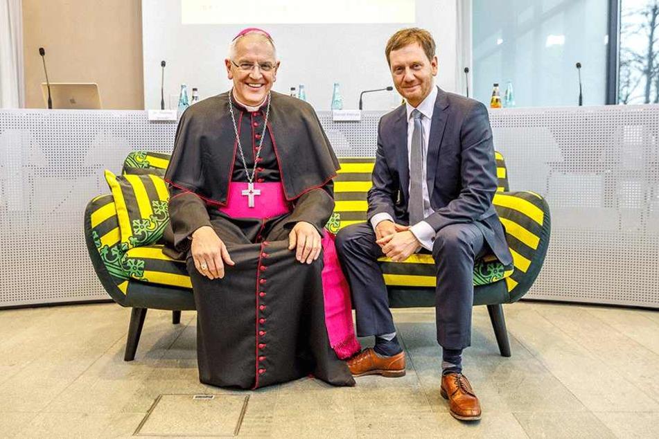 Nahmen schon mal auf dem Sachsensofa Platz: Ministerpräsident Michael Kretschmer (43, CDU) und Bischof Heinrich Timmerevers (66). Auch Kretschmer plädierte für Gäste aus der Opposition.