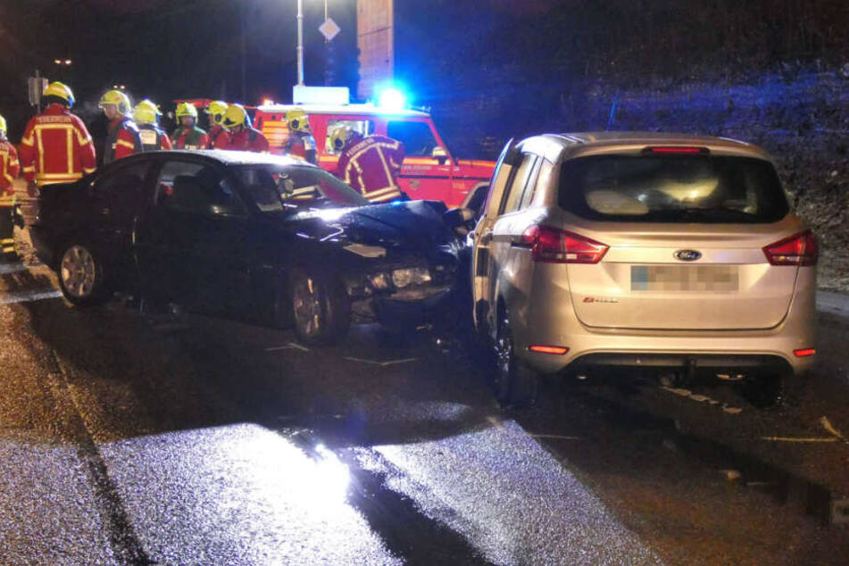 Zwei Verletzte nach schwerem Unfall auf der B28