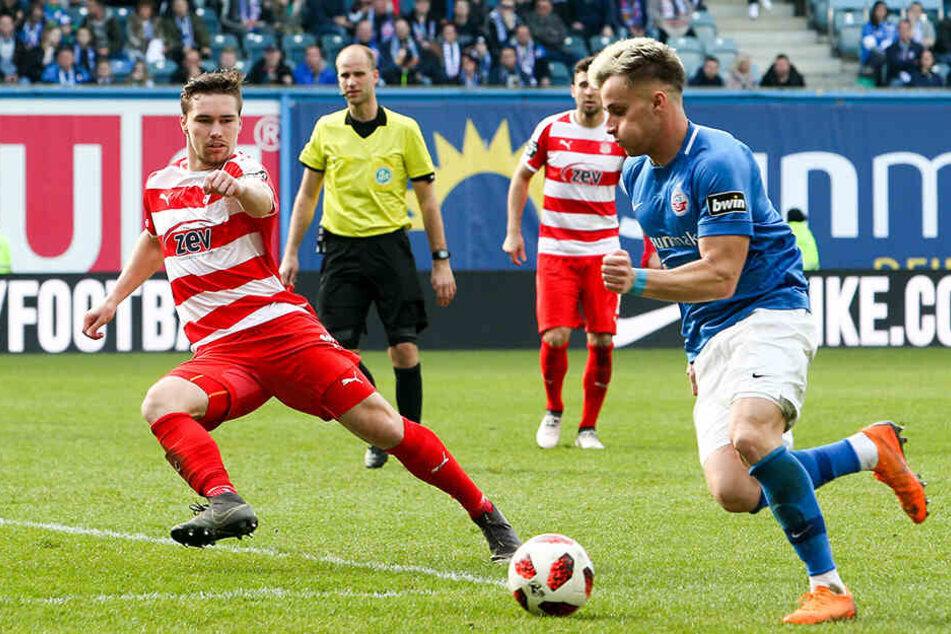 Ein Mann mit klaren Ansagen: Anthony Barylla (l., hier gegen den Rostocker Mirnes Pepic).