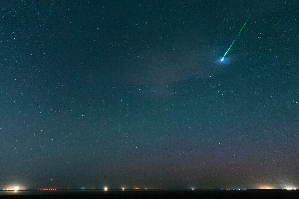 Der Sternenhimmel über Pilsum in Ostfriesland.