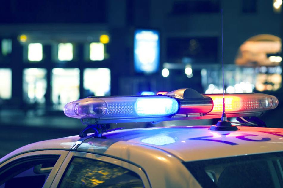Die Polizei fand im Garten des Paares eine Leiche. (Symbolbild)