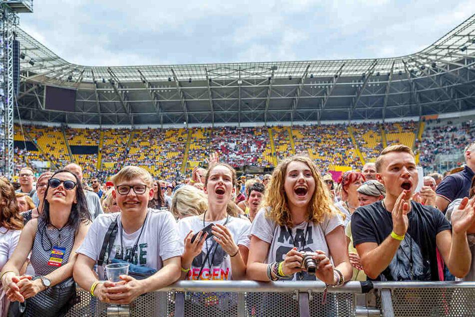 """Im Rudolf-Harbig-Stadion findet am Samstag die """"Schlagernacht des Jahres"""" statt. So schön war's im vergangenen Jahr (F.)."""