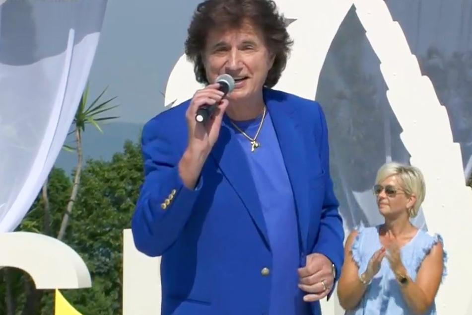 """Ex-""""Flipper"""" Olaf Malolepski (75), auch bekannt als """"Olaf der Flipper"""", trat mit dem Adriano-Celentano-Song """"Azzurro"""" beim ZDF-Fernsehgarten auf."""