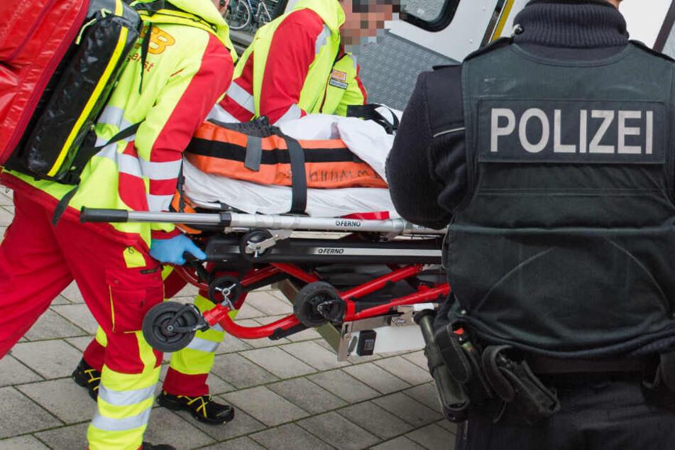 Die Frau wurde auf dem schnellsten Weg in ein Krankenhaus gebracht (Symbolbild).
