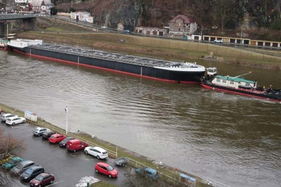 Dienstag wurde das Riesenschiff nach Decin transportiert. Dort wartet es auf seine Fahrt nach Dresden.