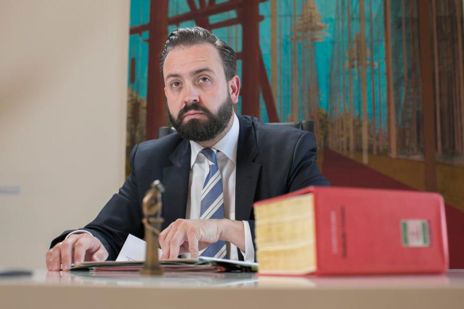 Justizminister Sebastian Gemkow  (38, CDU) setzt jetzt auf Handyblocker im Knast.