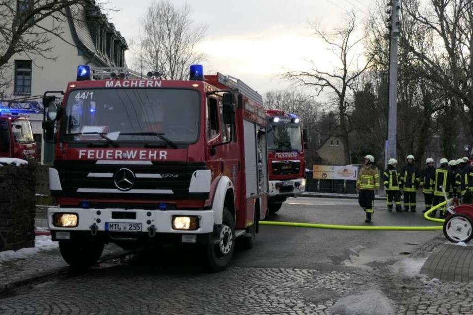 Im Dachstuhl eines leerstehenden Gebäudes hatten Matratzen Feuer gefangen. Die Ermittler sollen derzeit von Brandstiftung ausgehen.