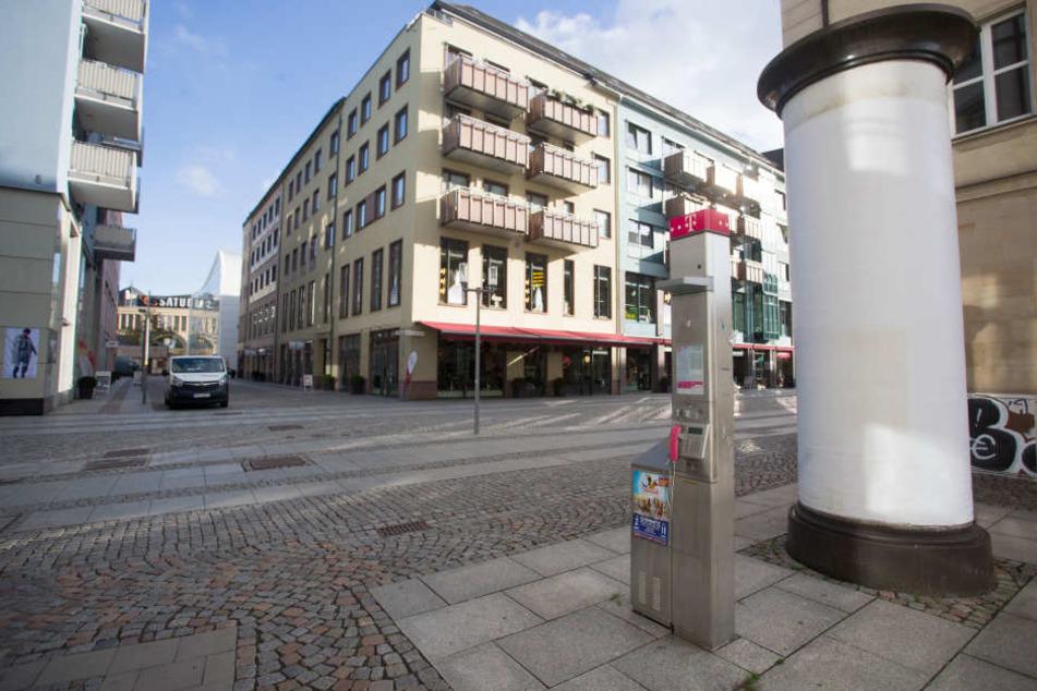 Von dieser Telefonzelle in der Inneren Klosterstraße rief der Täter am Dienstag an.