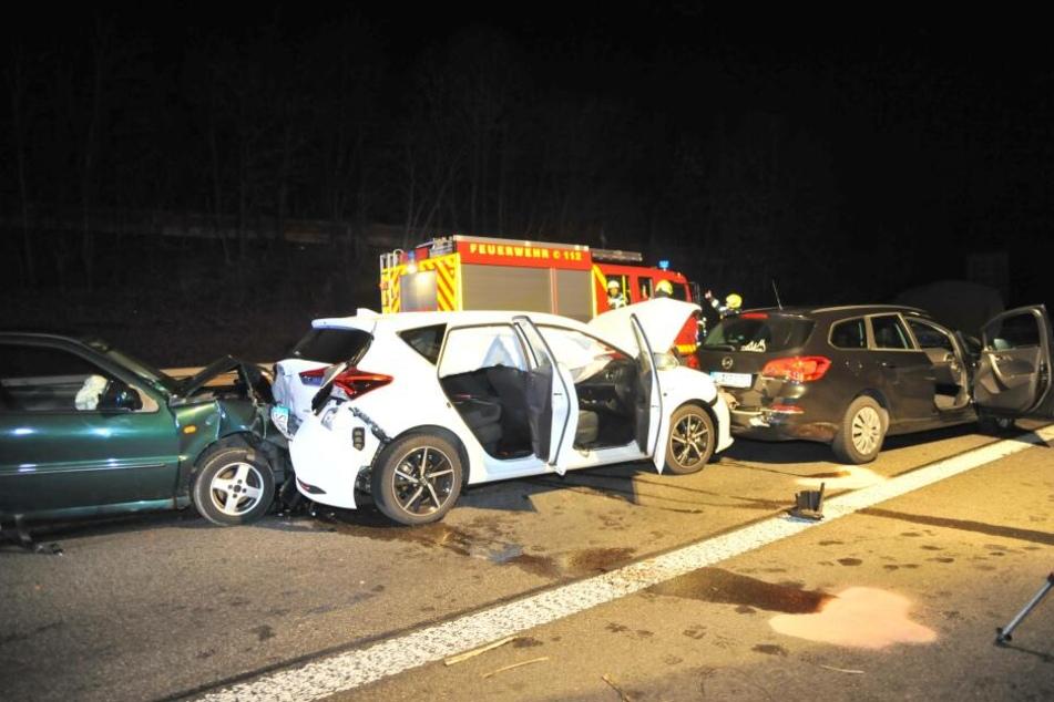 Drei Autos prallten in der Folge aufeinander.