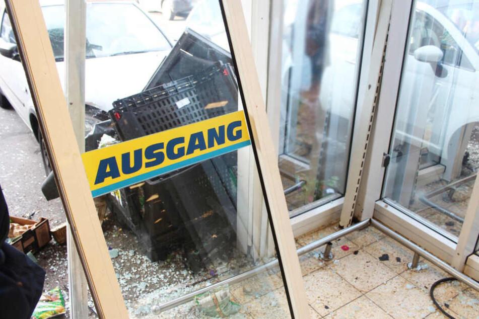 Der Eingangsbereich des Supermarkts war nach dem Crash Schrott.