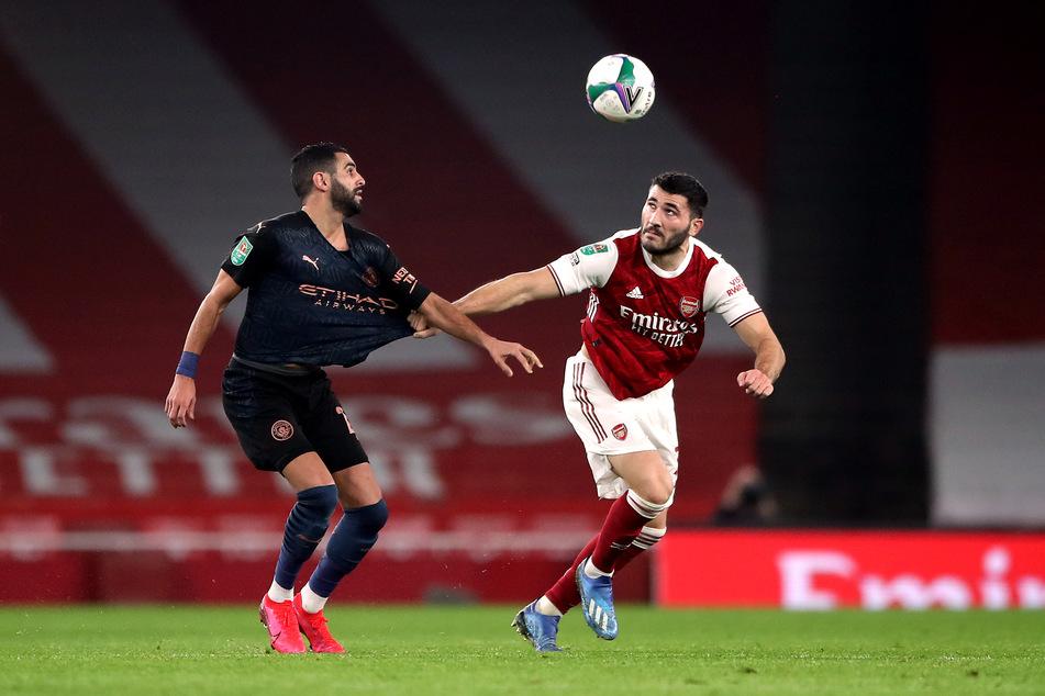 Sead Kolasinac (r.) steht beim Premier-League-Klub FC Arsenal unter Vertrag und kickte bereits von 2011 bis 2017 für den FC Schalke 04.