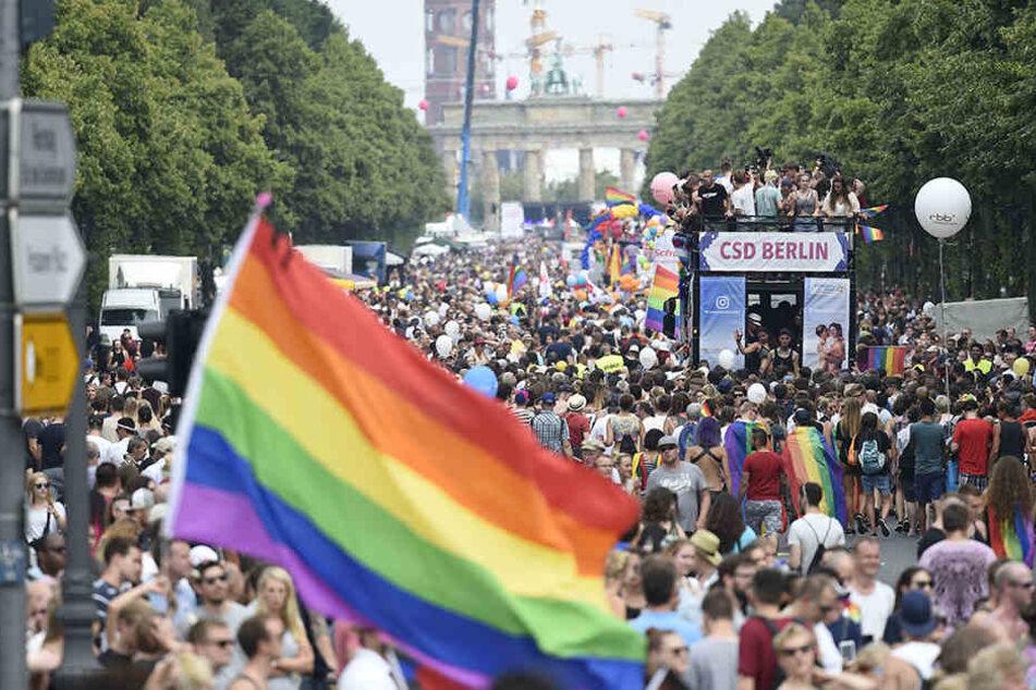 Ziel der Parade ist das Brandenburger Tor.