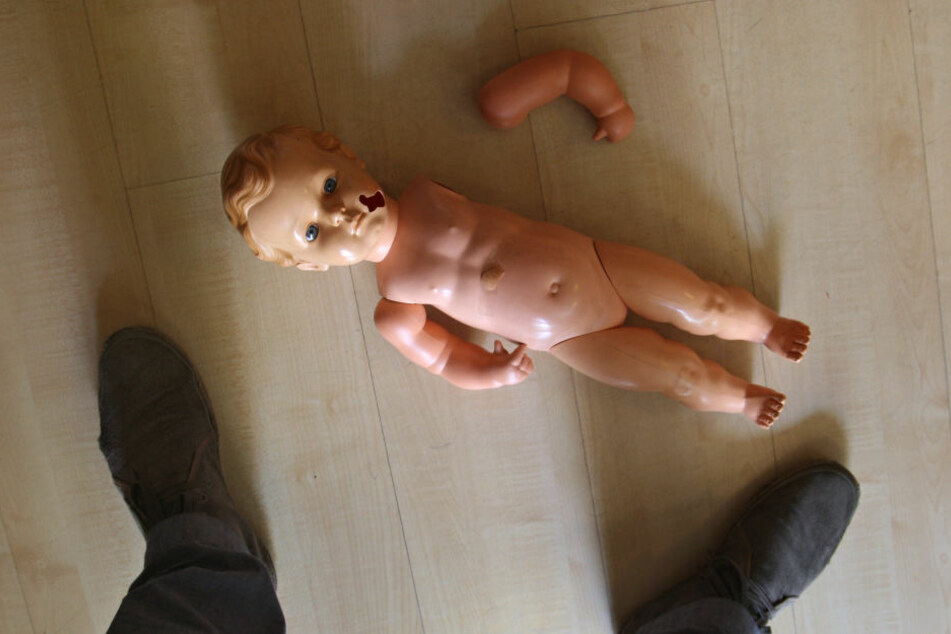 Wie konnte das Kind nur trotz Warnung der Polizei weiter bei seiner Familie wohnen bleiben?