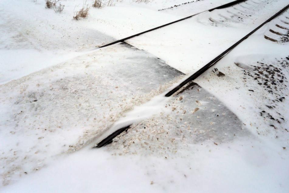 Schnee und Eis machen die Schienen unpassierbar.