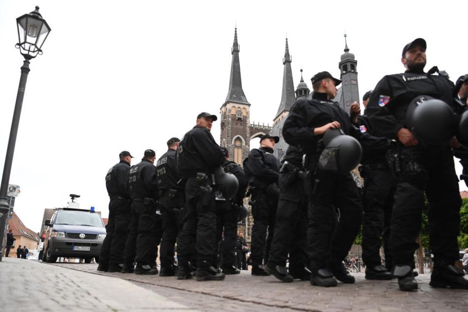 Bei den Demonstrationen vergangene Woche waren Beamte der Polizei aus verschiedenen Bundesländern, berittene Einsatzkräfte und sogar ein Wasserwerfer vor Ort.