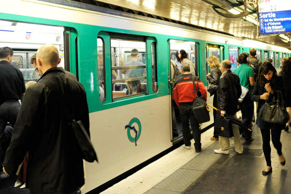 In Paris hat eine Frau ein Kind in einer S-Bahn zur Welt gebracht. (Symbolbild)
