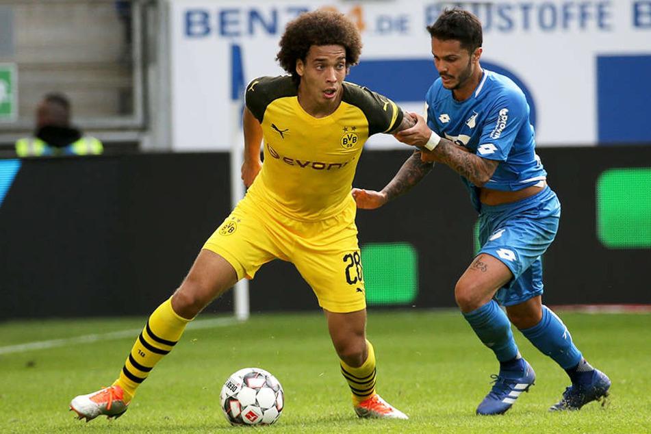 Dortmund Axel Witsel wird von Hoffenheims Leonardo Bittencourt bearbeitet.