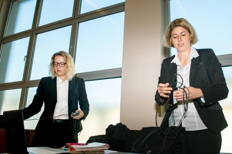 Die beiden Staatsanwältinnen Helena Werpup (r.) und Jacqueline Kleine-Flaßbeck fordern saftige Gefängnisstrafen für die beiden Angeklagten.