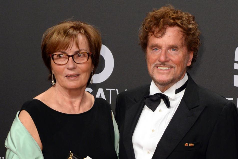 Dieter Wedel mit seiner Partnerin Uschi Wolters bei der Verleihung der Goldenen Kamera.