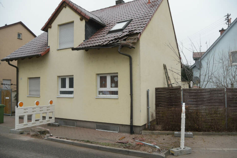 Das Dach des Hauses wurde stark beschädigt.